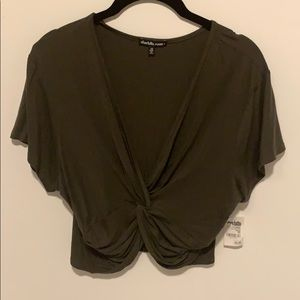 Cropped twisted top